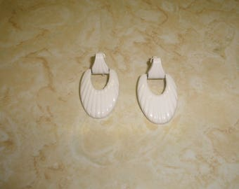 vintage clip on earrings white enamel metal ripple dangles