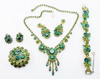 Exquisite Vintage Green D&E JULIANA Rhinestone Bib Necklace, 5 Link Bracelet, Dangle Earrings Full Parure