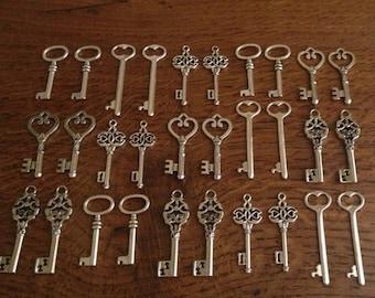 ON SALE Keys to the World - Skeleton Keys - 30 x Large Vintage Keys Antique Silver Skeleton Key Skeleton Keys Bulk Keys Skeleton Keys For We