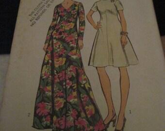 Vintage SIMPLICITY Pattern #5850.. sz,10....dress 2 lengths...1973..#64...