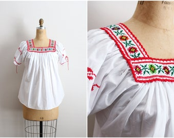 70s White Mexican Bohemian Blouse / 1970s Floral Hand Embroidered Mexican Top / Boho top / Huipil / Summer Blouse / One Size