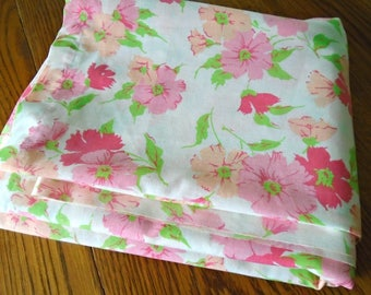 Retro Floral Sheet / Full Flat Sheet / Fashion Manor / Double Bed Sheet / Pink Flowers / Salmon Flowers / Retro Bedding / Muslin / Mont Ward