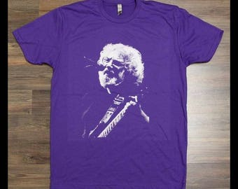 """Jerry Garcia - """"Dust off those Rusty Strings"""" T-Shirt"""