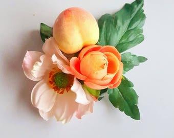 Fascinator with japanese anemone, peach and ranunculus. Flower boho fascinator. Romantic flowergirl bridesmaid raceday teaparty