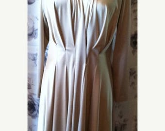 35% off Sale Vintage Creme pleated day dress women's large 1970