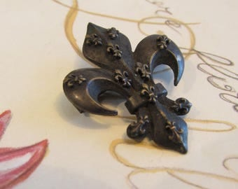 Antique French charming little metal fleur de lys brooch