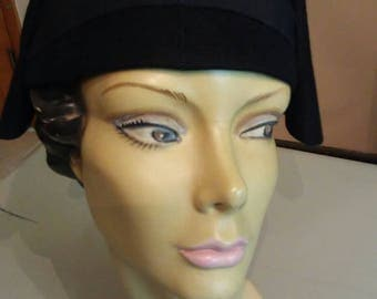 Vintage black wool 1940s hat with black ribbon accent
