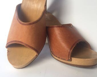 Vintage 1970 stilettos  light tan Leather 7 Made in Italy Stilettos Sandals 79s high heels