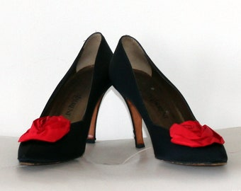 1950 Womens Vintage YSL Black Satin Pumps with Rose Bud Detail - Size 7