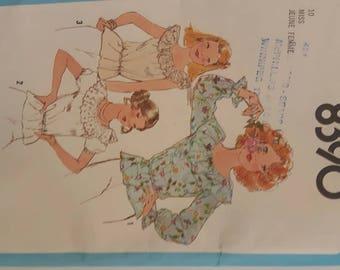 VIntage Uncut Women's Blouse Sewing Pattern