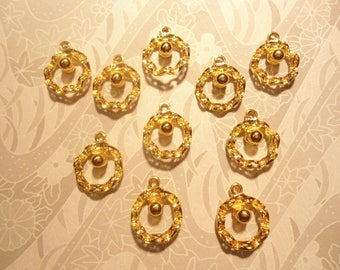 10 Goldplated Christmas Wreath Leaf Pendants Charms with Gold Pearl