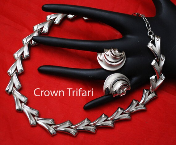 Crown Trifari  Necklace  Earrings set - Mid Modern Silver Swirl -  clip on earrings -  link necklace