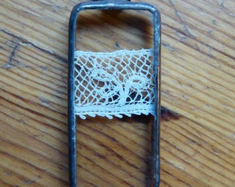 Rectangle pendant - 22 - antique lace and glass