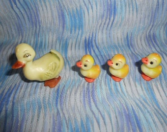 Mother Duck and Her Ducklings-Vintage-New Old Store Stock