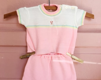 Vintage bubblegum pink soft sweater set with little bunny - baby vintage / cintage baby clothes size 0-6M