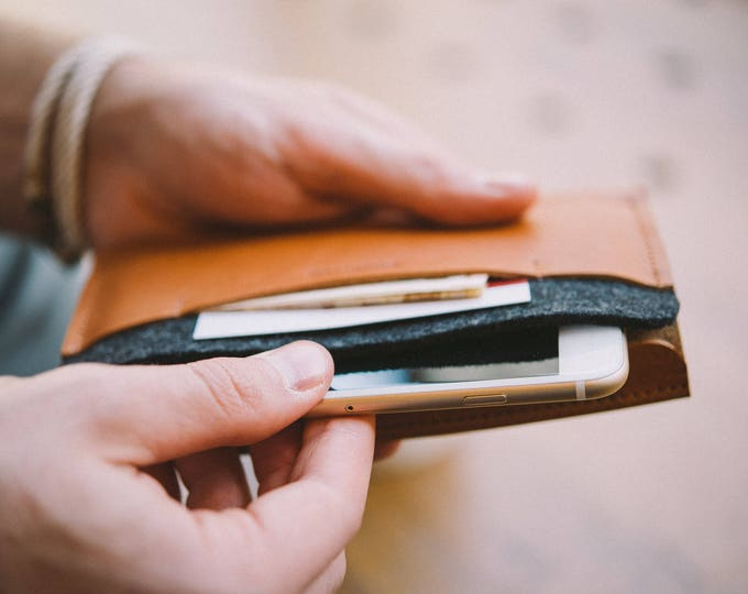 "Wallet for iPhone X, leather, wool felt, ""Carrier"", by band&roll"