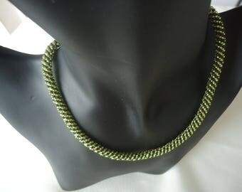 Necklace chocolate pistachio pearls woven
