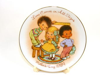 Vintage Avon Mother's Day Plate, Love Comes In All Sizes, children measuring ruler, Avon Collectible, 1983 plate