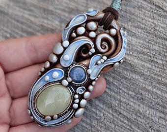 SHIPPING INCLUDED Prehnite and Blue Kyanite Pendant