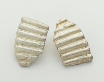 Shell Fragment Stud Earrings