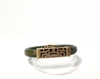 PyXeclipse™ Lona Bracelet For the Fitbit Flex 2 in Gold and Green