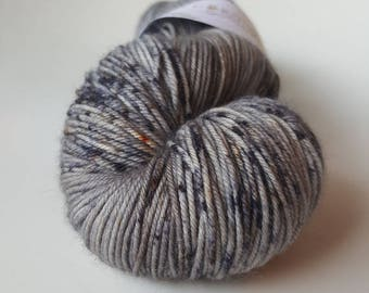 Skein of superwash Merino Wool / Nylon - hand - dyed Fingering / Sock - color PorteCendres