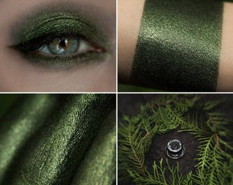 Eyeshadow: Leading into the Thicket - Mountain Thorp. Dark green eyeshadow by SIGIL inspired.