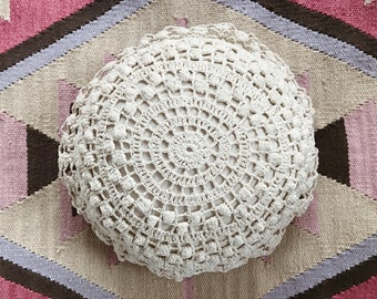 Vintage Crochet Pillow // Cream // Bohemian // Home Decor // Bedding // Decorative // Round // Cushion
