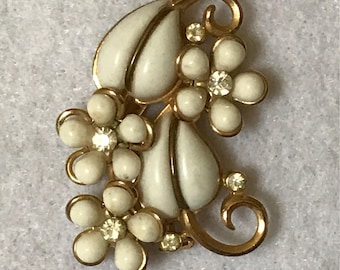 Vintage Creamy White & Gold Tone Floral Brooch with Sparkling Rhinestones
