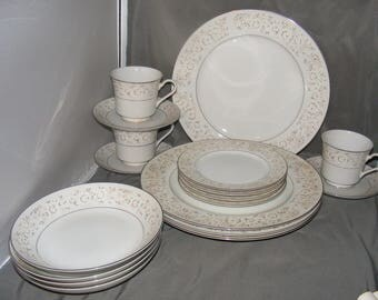 M Fine China PARKLANE 18 Pc Dinner Set Place Setting for 4  Pattern #5563 Plates Bowls Cups, Floral Dinnerware, Barely Used