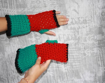 Green and Red mittens crochet size 6/7