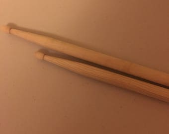 Single pair of custom engraved drumsticks