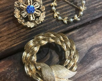 Vintage set of 3 brooches. Pins.