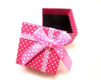 1 ring box, 5,1x5,1x3,1 cm, pink