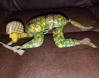 Vintage Tin Crawling Army Man Wind up Toy