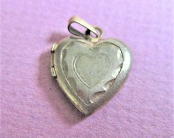 Gold Heart Locket M 1/20 14K Small Antique Picture Locket Pendant Engraved Heart Shape Gold Locket Vintage Jewelry Necklace Pendant