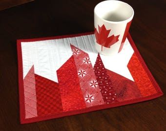 Red and White Mugrug, ModernQuilted Mug Rug, Canadiana Quilted Snack Mat, Mini Placemat, Luncheon Mat, Mini Quilt