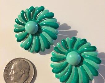 Vintage 1950s 1960s Retro Green Flower Clip On Earrings