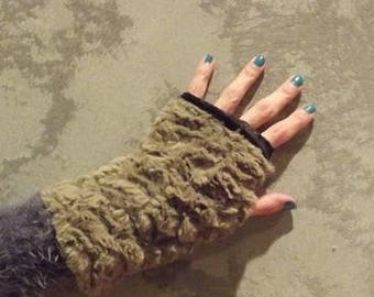 Mini beige and black reversible mittens...