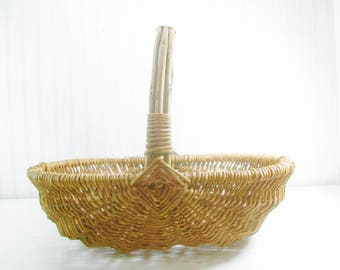 Vintage Basket, wicker basket,buttocks basket, vegetable basket, round basket,gathering basket,  medium basket, fruit basket,