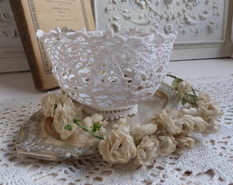 Antique french hand crochet bowl. Starched crochet bowl. Jeanne d'Arc living decor Nordic. White hand made lace crochet bowl. French cottage