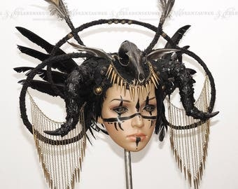 Head dress with chains and feathers / / burlesque / / Gothic / / Goth fashion