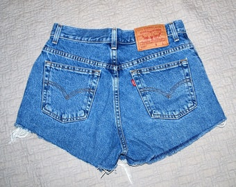 Vintage Levi's 550 cut off shorts. W29