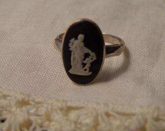 Black & White Jasperware Wedgewood Cameo and Sterling Silver Ring made in England - size 6