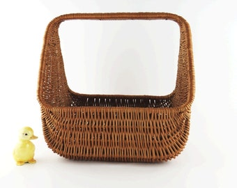 Vintage 60's RARE Large French Wicker Gondola Basket, Flower Girl Wedding Basket, Gathering Market Rustic Farmhouse Storage Easter Basket