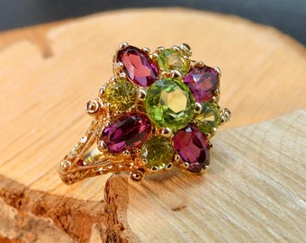 Vintage 10K yellow gold peridot and red garnet ring.
