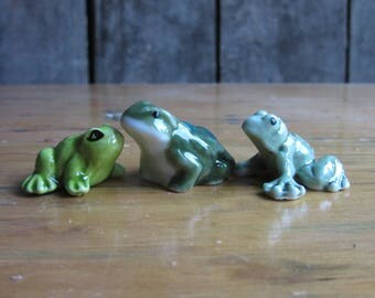 Tiny Vintage Frogs, Miniature Porcelain Figurines, Frog Lovers Gift, Green,Ceramic Animals,Amphibians,Terrarium,Small Frog Ceramic Figurines