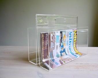 Mid century magazine holder, 1970s design lucite newspaper rack, transparant lucite rack