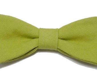 Pistachio green bowtie with straight edges