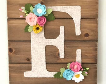 Personalized Flower Letter flower and wood wall hanging, felt flowers, letter wall decor, nursery, wedding, baby shower, housewarming